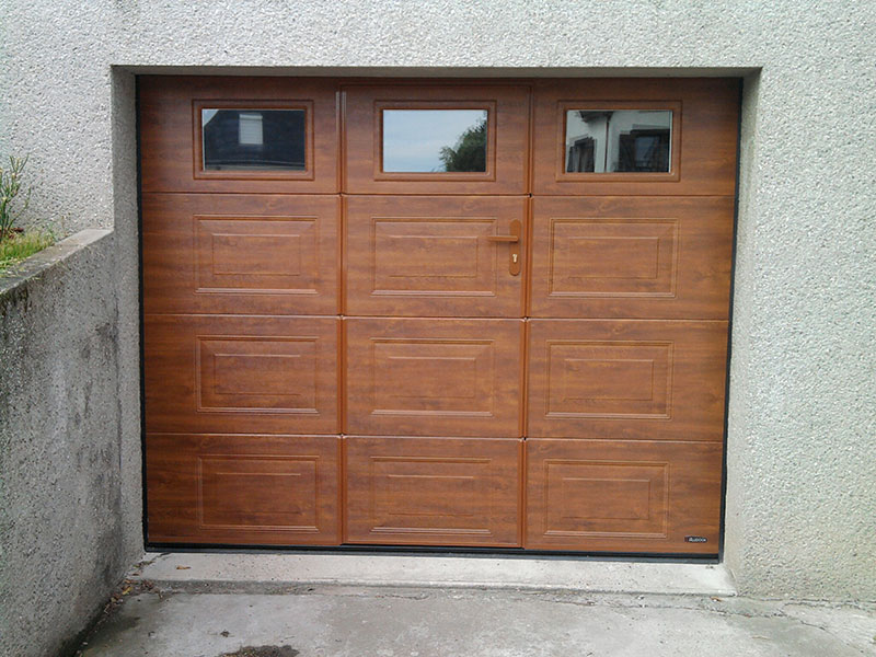 Somaca fabrication et pose de menuiseries sur mesure en for Fabricant porte de garage sur mesure